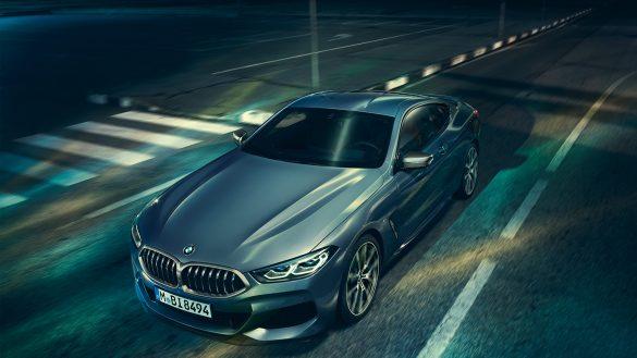 BMW 8er Coupé von oben links vorne