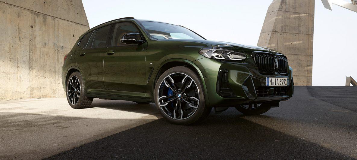 BMW X3 M40i G01 LCI Facelift 2021 Malachitgrün metallic Dreiviertel-Frontansicht stehend