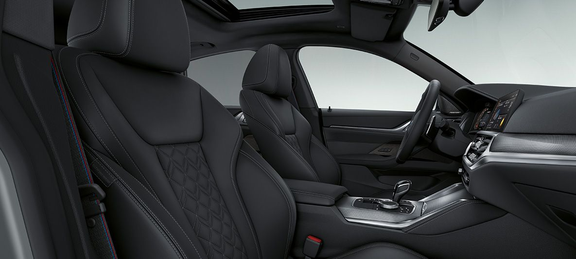 BMW Individual erweiterte Lederausstattung 'Merino' Schwarz BMW 4er Gran Coupé G26 2021 Innenraum Cockpit